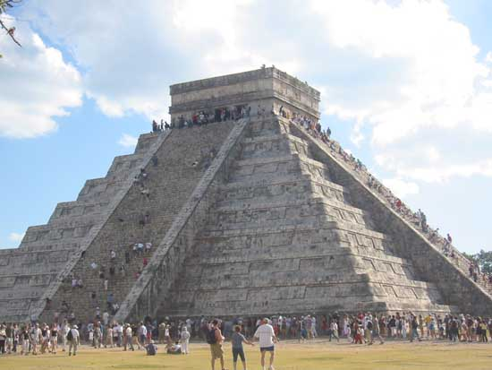 El Castillo Pyramid of Chichen Itza-09