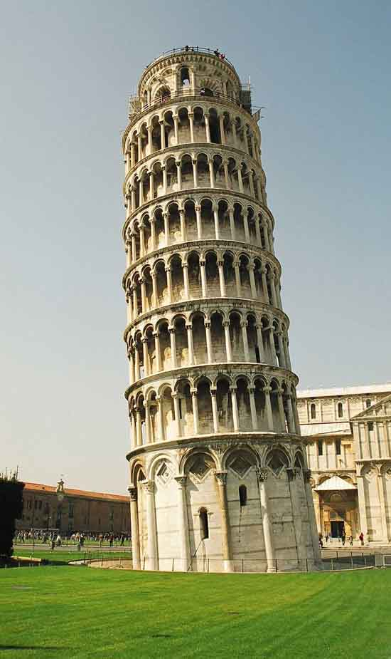 Leaning Tower of Pisa in Italy-03