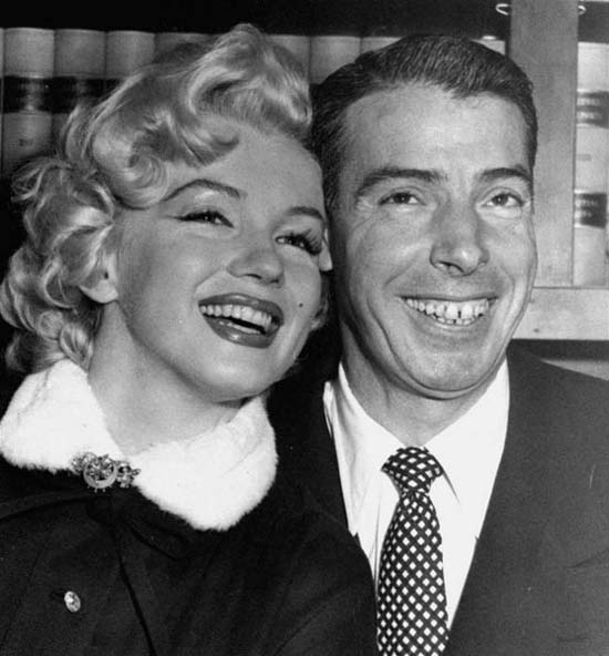 Marilyn Monroe and Joe Dimaggio Wedding-04